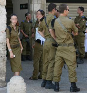 イスラエル 女性兵士